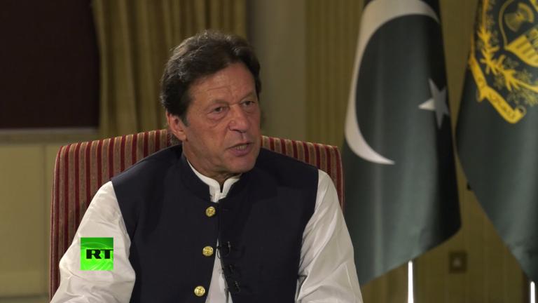 عمران خان آئینی مدت پورا کرنے والے  پاکستان کے پہلے وزیراعظم ہوں گے: امریکی جریدہ
