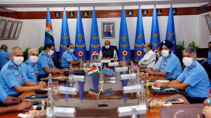 بھارتی وزیردفاع نے ایئرفورس کوریڈ الرٹ جاری کر دیا