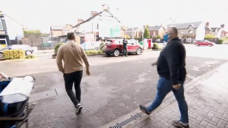 بی بی سی میزبان کا ماسک نہ پہننے پر شہریوں کو ہراساں کرنا مہنگا پڑ گیا، سوشل میڈیا پر کڑی تنقید
