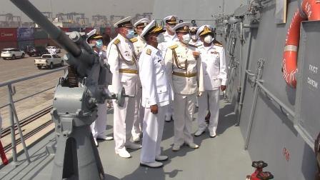 پاک بحریہ کے سربراہ ایڈمرل امجد خان نیازی کا امن-2021 میں شامل روسی جہاز کا دورہ – ویڈیو