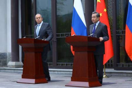 روس کا ایک بار پھر چین پر ڈالر میں تجارت ختم کرنے اور متبادل مالیاتی نظام لانے پر زور